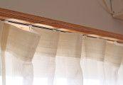 【亜麻色の窓辺】¥11,500〜 麻100%のリネンカーテン。わざと入れた素朴なシワが味のある表情。カーテン業界の常識なら捨ててしまう「耳」の部分を生かした縫製です。