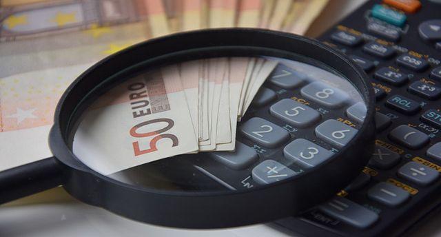 Dalam mengatur keuangan rumah tangga tidak semua orang bisa melakukannya, itu sebabnya mengatur keuangan rumah tangga bisa dikatakan susah-susah gampang.