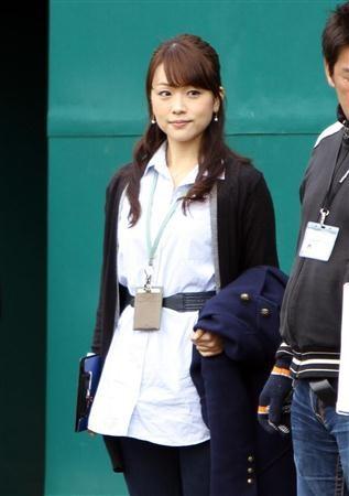 日本ハムの名護キャンプに取材で訪れたフジテレビ・本田朋子アナウンサー=名護(撮影・川口良介)