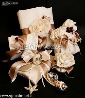 http://www.lemienozze.it/operatori-matrimonio/bomboniere/bomboniere-a-roma/media/foto/15  Bomboniere per il matrimonio a tema mare con sacchettini per confetti sulle tonalità del rosa antico
