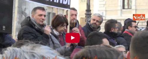Cronaca: #Tassisti #ambulanti e #balneari contro il governo. Montecitorio sotto assedio (VIDEO) (link: http://ift.tt/2mhuHA7 )