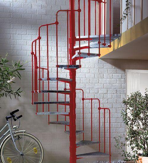 Spindeltreppe für den Garten- und Außenbereich, zinkstaubgrundiert und 2-fach pulverbeschichtet, Stufen verzinkt. Spindel und Geländer in vielen RAL-Farben lieferbar. Weiterführung des Geländers als Balkon oder Terrassengeländer in vielen Variationen möglich.