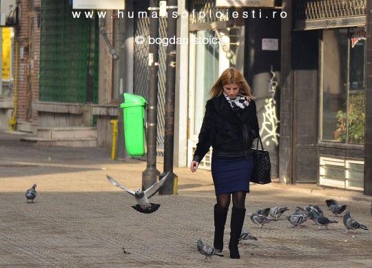 """Numai acolo unde femeia poarta val te arde dorinta de a-i citi chipul."" Antoine de Saint Exupery  people, stories & photos - www.humansofploiesti.ro"