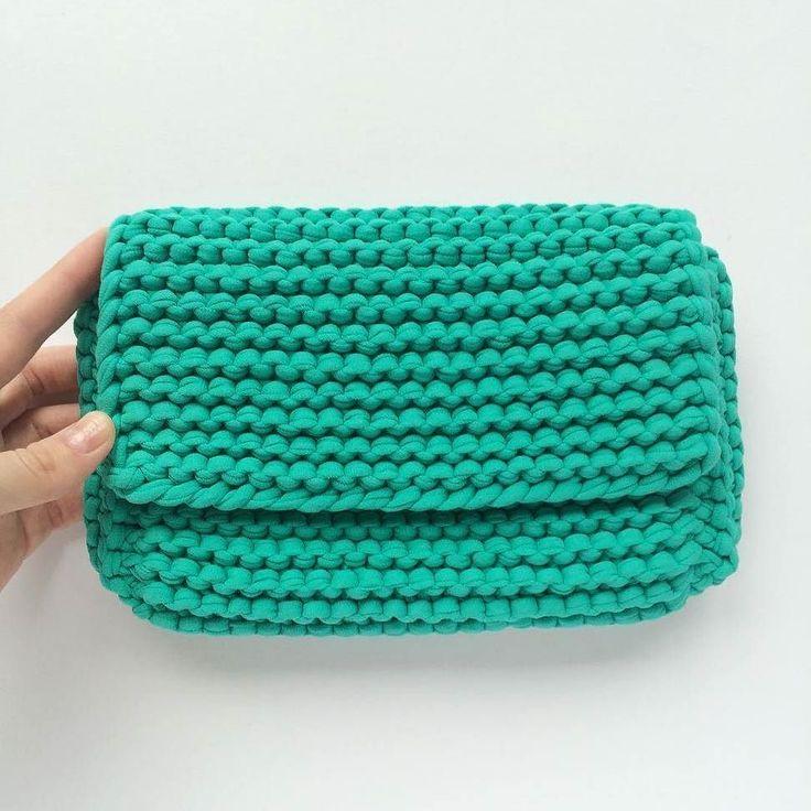 Bolso   tejido a trapillo turquesa pequeño con cadena y botón magnético con lindos accesorios.by @katerinka_kasyanova