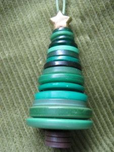 A variety of types of ornaments made with buttons (Button christmas tree)