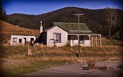 abandoned house Takaka hill