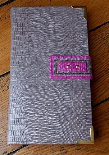 """porte-cartes de fidélité lin et rose.  superbe. Fiche technique dans """"passion cadres n°5)"""