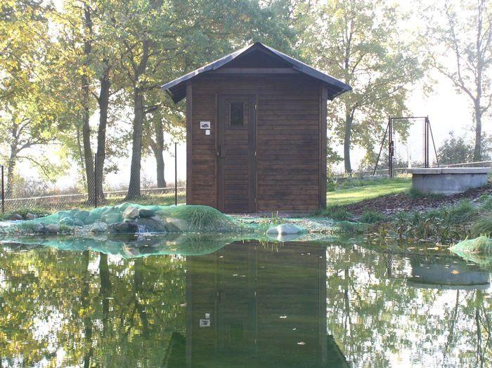 Čistá radost ze saunování ve volné přírodě - a ochlazení ve sněhu nebo potůčku u Vaší sauny. Venkovní sauna umožňuje používání topidel na tuhá paliva. Objekt sauny navíc může vhodně doplnit architekturu Vašeho domova a vytvořit v krajině vyvážený celek. Sauna ve volné přírodě je návratem k tradici a původnímu významu sauny: uvolnění těla i ducha v...