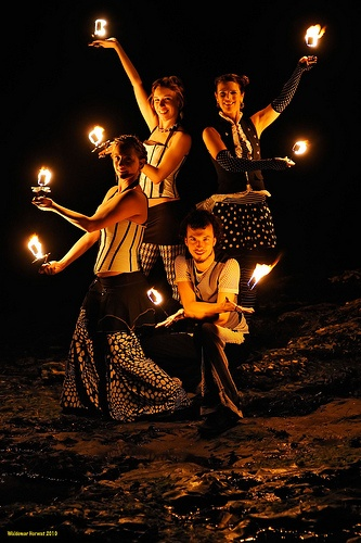 Flame on. Anyone?Relaxing Festive Romantic, Soothing Relaxingfestiverom, Candles Soothing, Flames Dance, Relaxing Festivals Romantic