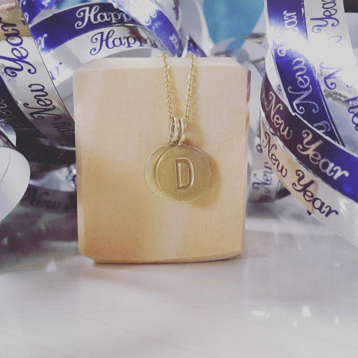 Jeg vil ønske alle et godt nytår.  #hvisk #hviskstyling #hviskstylist #hviskjewellery #smykker #smykke #jewellery #halskæder #halskæde #vedhæng #sølvforgyldt #godtnytår #godtnytårtilalle #happynewyear #happynewyears