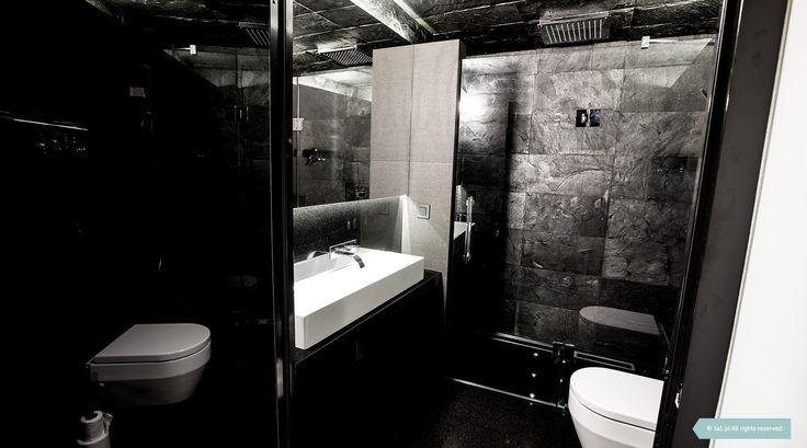 Łupek na ścianach i suficie, granit na posadzce, ascetyczna hiszpańska ceramika, chromowane detale. Męski styl. #bathroom