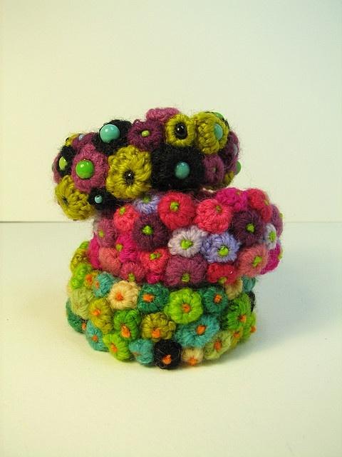 little crochet flowers