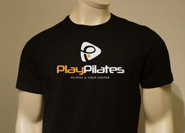 PlayPilates es el nombre de un centro deportivo ubicado en Jaén, donde se realizan actividades de pilates, yoga, gimnasia para mayores, entrenamiento personal, zumba, etc...  Nuestro cliente buscaba una imagen moderna y profesional, que atrajese desde el principio la atención del publico.