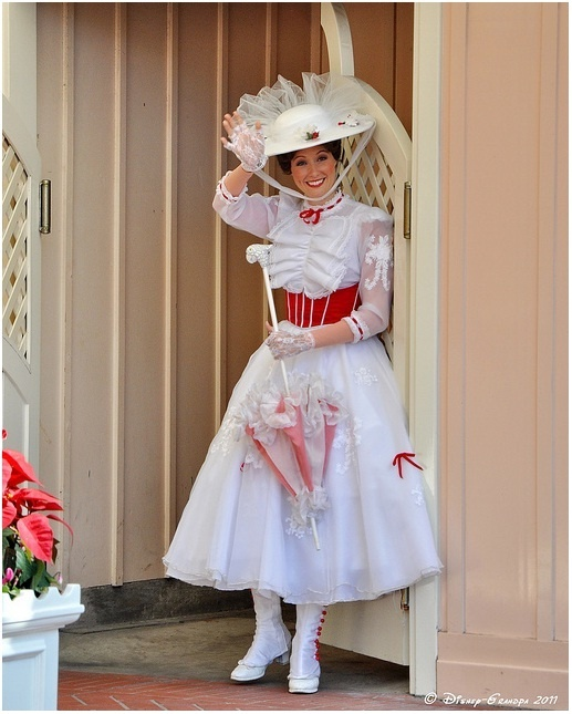 My favorite Mary at Disneyland. (Mary Poppins Jolly Holiday Costume!)