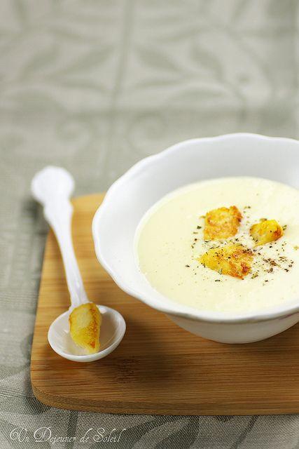 Zuppa di porri e patate. La mia preferita. Uso decorarla con delle stelline di pasta sfoglia con semi di papaveri...