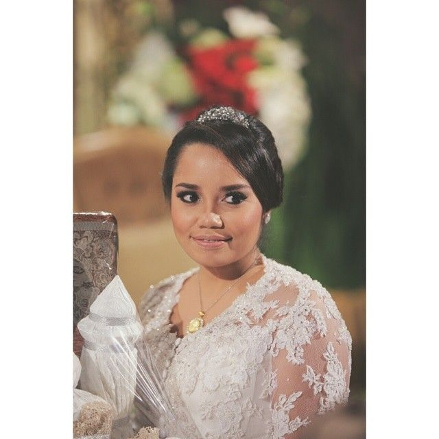 Indonesian wedding. Kebaya by Billy Tjong.