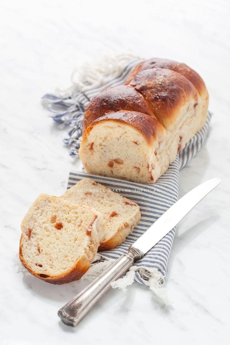 Il pan brioche con gocce di frutta è un pan brioche dolce adatto per la…