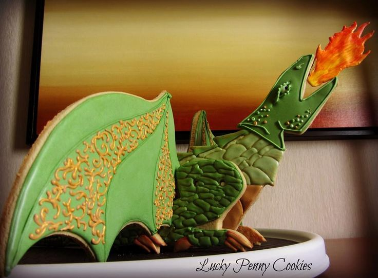 Meeju, the standing 3D dragon | Cookie Connection---by lucky penny.....wow this is an awesome cookie