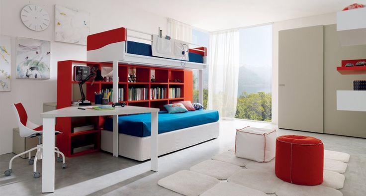 Multispazio Z110 di Zalf è una composizione realizzata in melaminico rosso, bianco ed effetto rovere canapa costituita da un letto Castello di Robin, salita con contenitori e un letto contenitore Flexy Box. Armadio con ante scorrevoli Free Cab in melaminico termostrutturato rovere canapa a poro aperto. Scrittoio e sedia con ruote. La composizione letto misura L 321,3 x P 220 x H 180 cm. L'armadio L 182,5 x P 60 x H 230 cm. Prezzo per la composizione nell'immagine 5.500 euro…