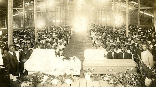 American funeral customs essays
