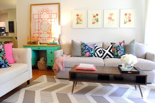 Cute living room, colorful pillows!