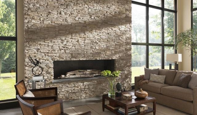 un mur intérieur en pierre de parement décorative dans le salon