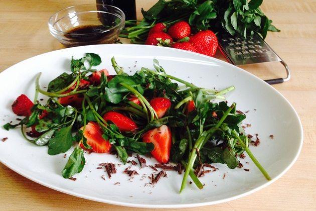 Salade de cresson aux fraises et chocolat / Strawberry, chocolate, watercress salad