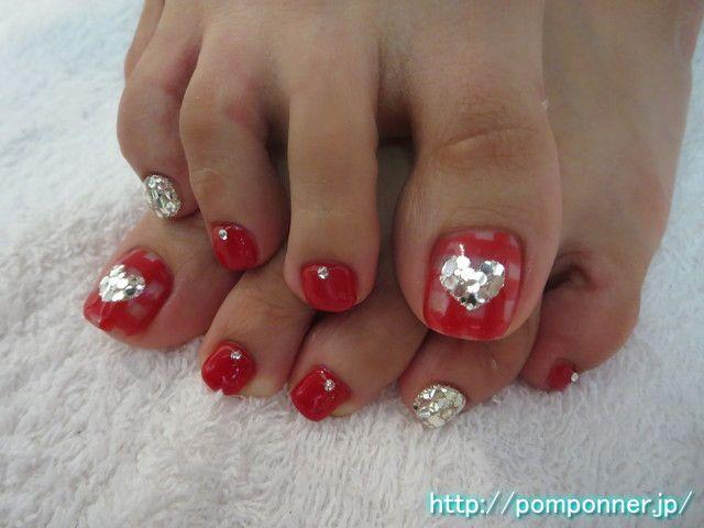 ギンガムチェックにハートが可愛いフットネイル  foot nail heart cute in gingham check. Make a gingham check in red on clear base, thumb I put a heart print in the center. I decided to color fill in silver and red nails other.