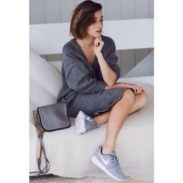 Nike roshe run - nike sneakers - womens sneakers - fashion outfit