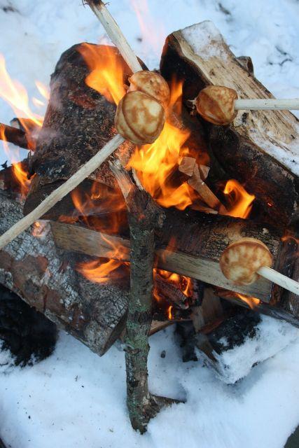 Æbleskiver varmet på bål
