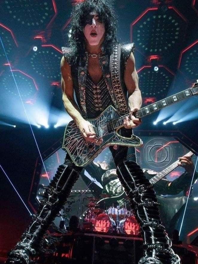 Pin By Tracey Kuyers On Kiss Kiss Online Hot Band