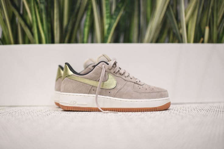Nike Air Force 1 Low WMNS PRM – String / Metallic