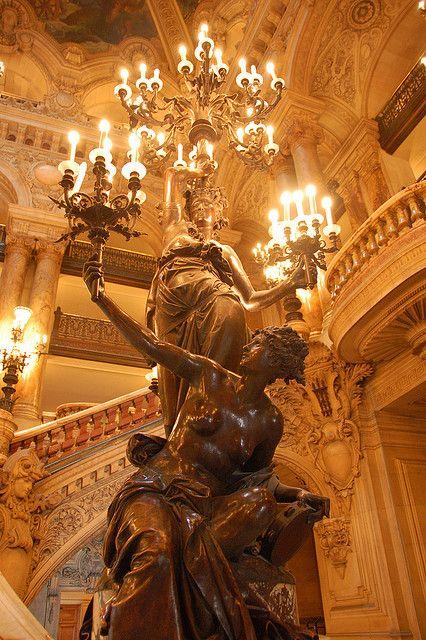 Torchère au tambourin 1873, par Carrier-Belleuse - Grand escalier du Palais Garnier