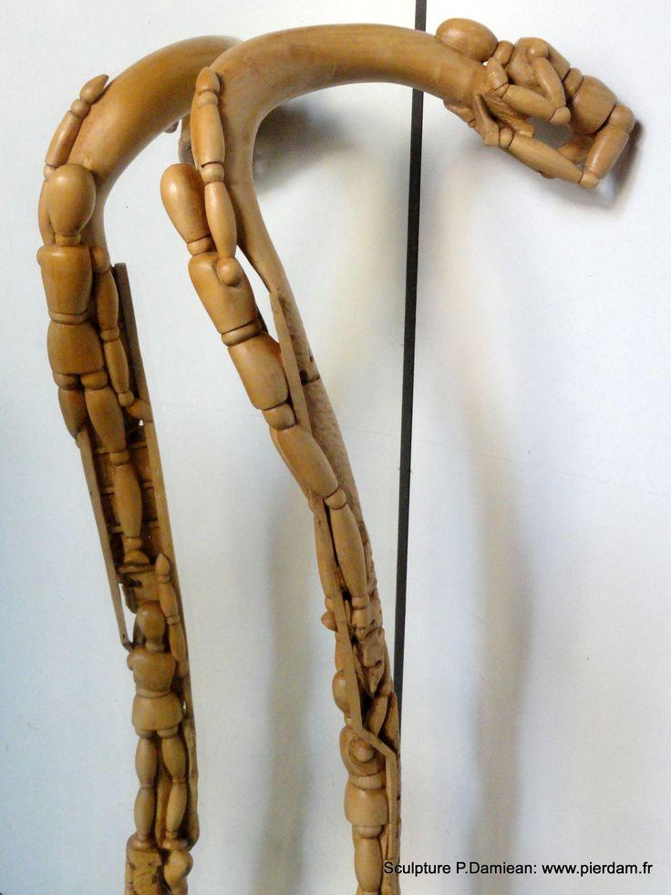 Sculpture de Pierre Damiean: Bâton représentant des Mannequins de peintre grimpant le long du Fût de la Canne!...