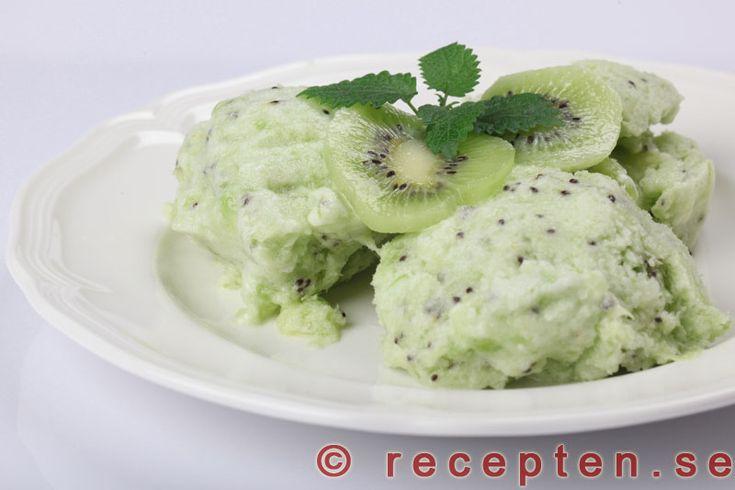 Kiwisorbet - Recept på kiwisorbet - gott och enkelt, laktosfritt och glutenfritt. Gott till dessert eller lyxigt mellanmål.