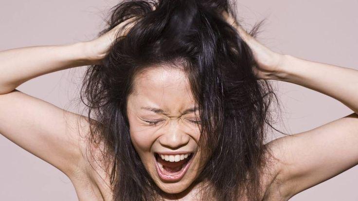 HÅRSTYLING: Ender frisyren din alltid opp med å klappe sammen eller ser håret ditt ut som en høysåte? Da bør du lese frisørenes tips!