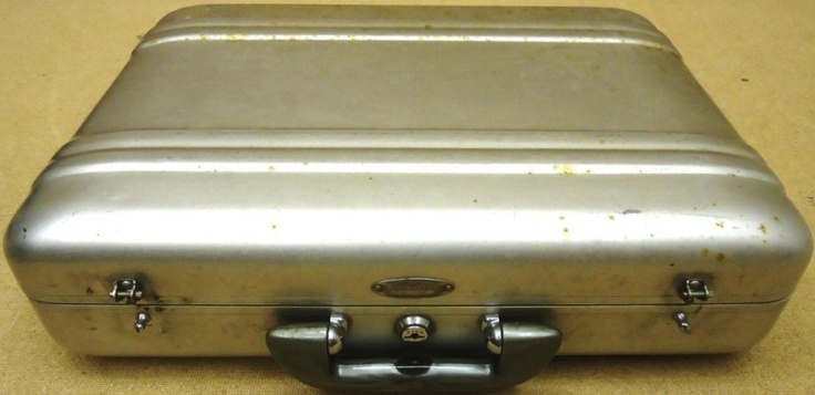 I NEED this!    Halliburton Reg AA 33762 Lockable Metal Briefcase