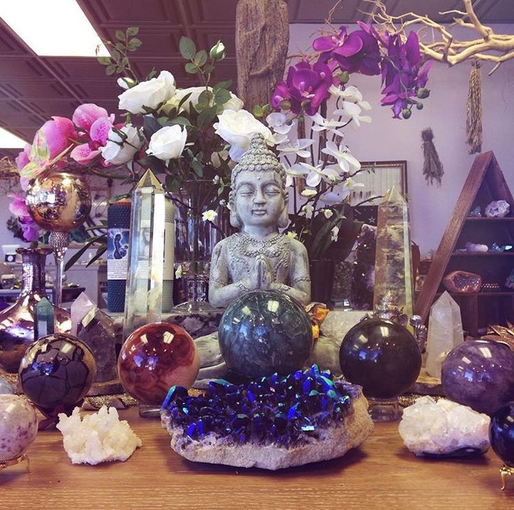 Best 25 buddha decor ideas on pinterest buddha statue Crystal home decor