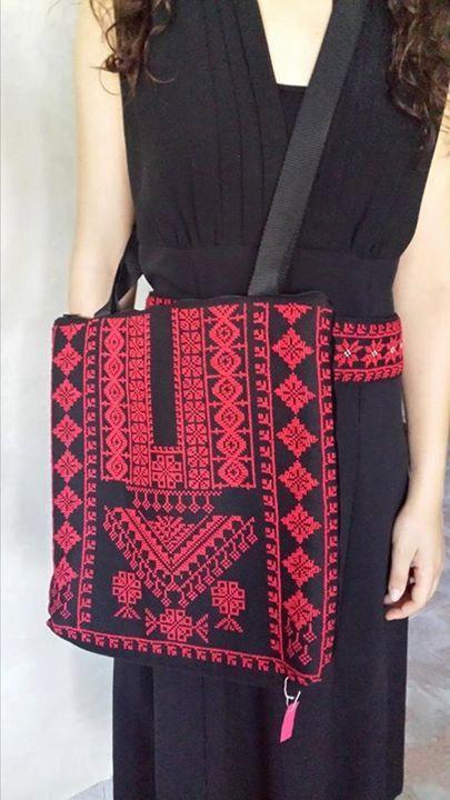 Sieh dir dieses Produkt an in meinem Etsy-Shop https://www.etsy.com/listing/121608589/big-shoulder-bag-with-red-embroidery