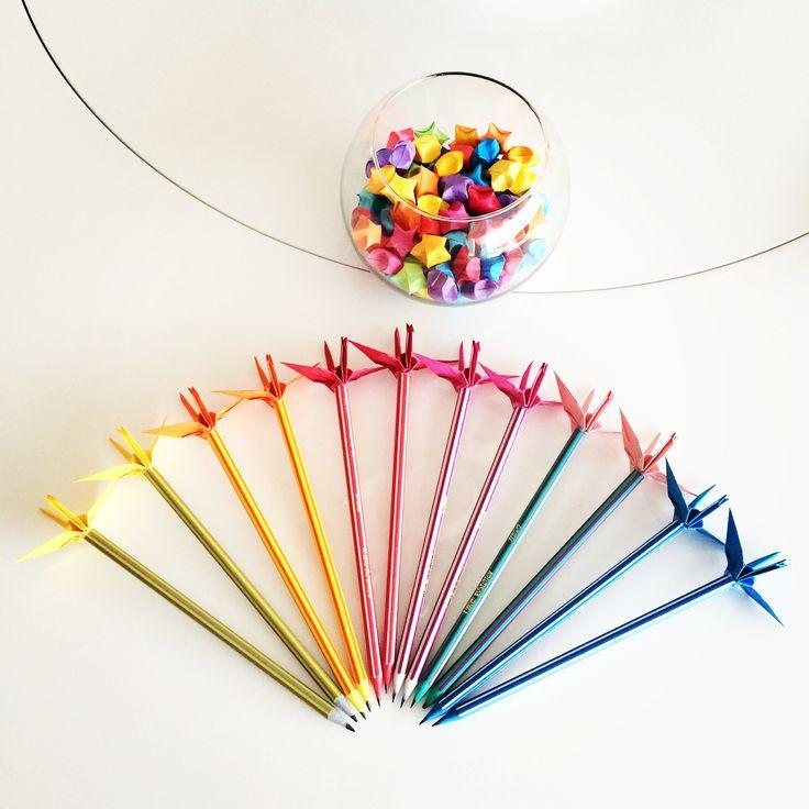 Mais Lápis de Tsuru! E desta vez colorido! Candy colors! Gostou? Então veja como comprar em http://casadeorigami.wordpress.com/produtos/