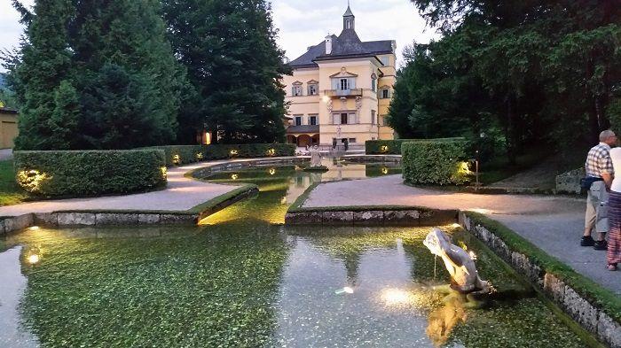Schloss Hellbrunn Wasserspiele am Abend