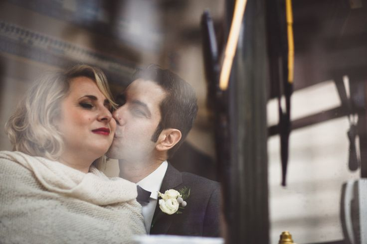 Matrimonio in tram a Milano - Duepunti Fine Art Wedding Photography