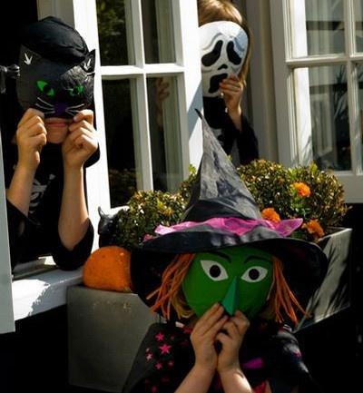 Si te gustan estas mascaras aprende a hacerlas en casa con este paso a paso: http://www.soymanitas.com/fotos-mascaras-halloween