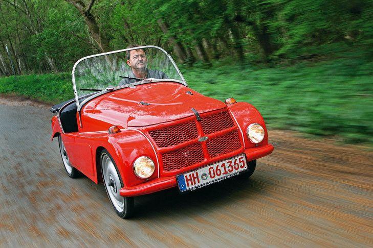Enge Beziehungskiste: Schon mit 12 war Ernst Albers stolzer Eigner eines Kleinschnittger F 125. Bis heute schwört er auf Deutschlands kleinstes Auto: Man kann hochkant parken.