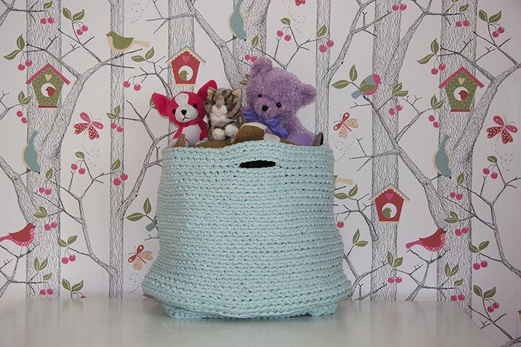 Crocheted basket for teddy bears