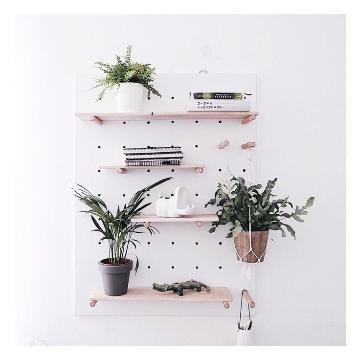 Tata zrobił  ______________ #pegboard #interiors #interiordesign  #homedecor #homedecoration #homedecorating #deplantencaravan #loveyourplants #plantcare #greendesign #indoorplant #indoorplants #plantporn #houseplants #plantlovers #planten #plantsmakespeoplehappy #onthewall #plantgoals #interiorRewilding #homeinspiration #homesweethome #homedesign #homedesignideas #ceramicanimals