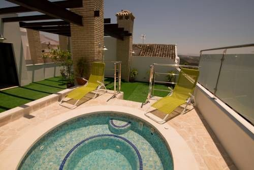 Posada de Momo Benameji Situated in Benamej?, 3 km off the A-45 Motorway, La Posada del Momo offers apartments and studios with free Wi-Fi, air conditioning, and heating.  All apartments and studios have a kitchenette equipped with a hob, microwave, and washing machine.
