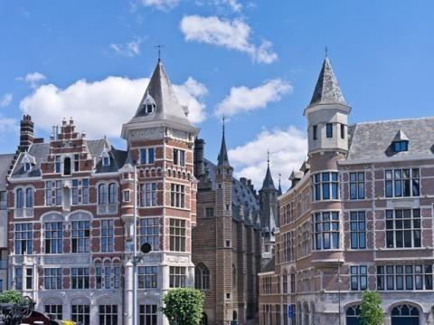 Secret Hotel Antwerpen Hartje Centrum 3  Verblijf in Secret Hotel Antwerpen Hartje Centrum en laat je verrassen in het hart van de winkelstad Antwerpen. Het hotel ligt nabij het centraal station en de bekende winkelstraat de Meir.  EUR 60.00  Meer informatie  #vakantie http://vakantienaar.eu - http://facebook.com/vakantienaar.eu - https://start.me/p/VRobeo/vakantie-pagina