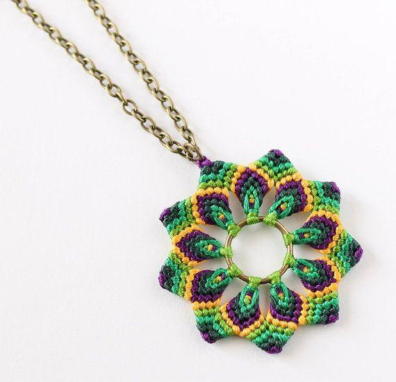 Mandala macrame flower necklace hippie boho green por KnottedWorld