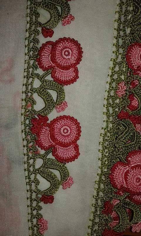 kırmızı çiçek motifli iğne oyası modeli